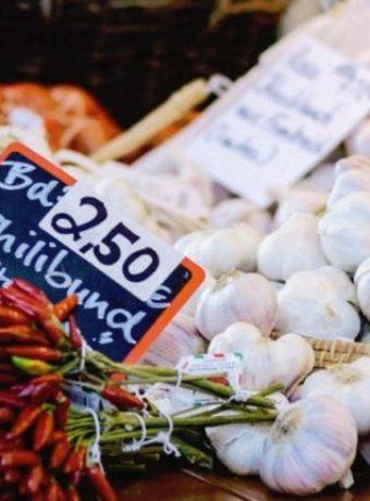 garlic market stand