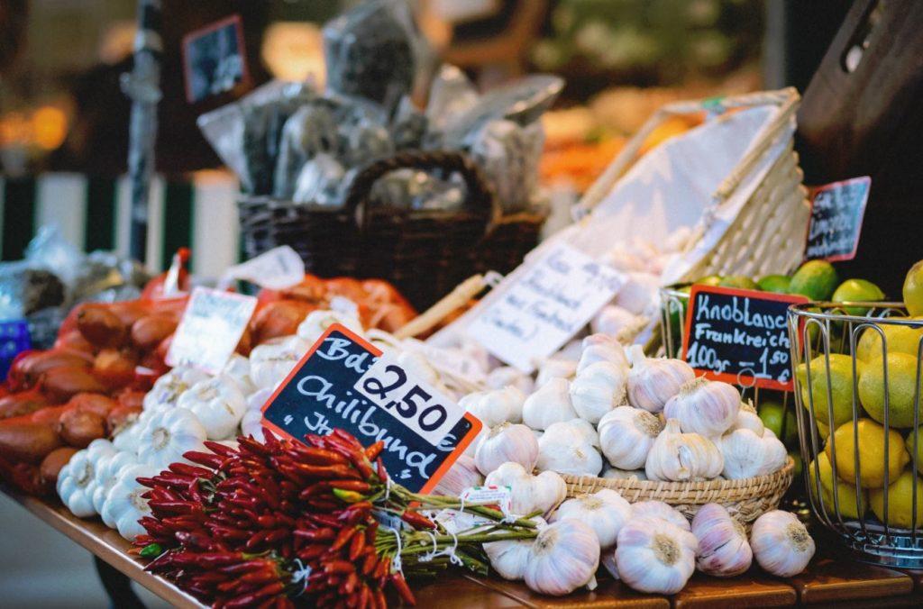 health benefits of garlic market stand